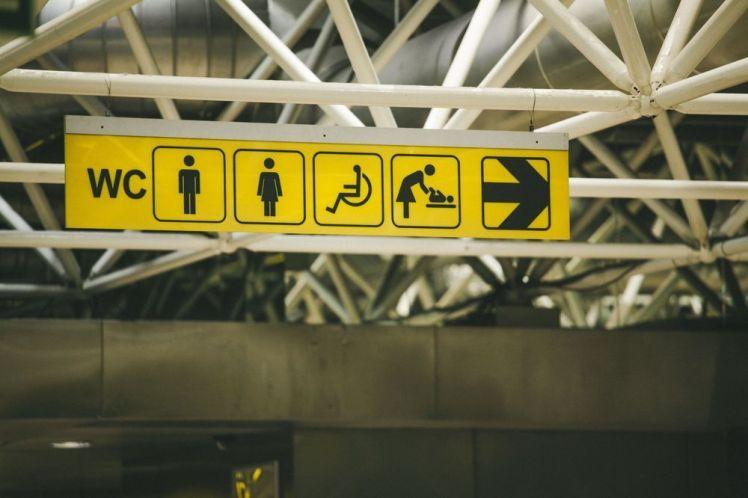 signalétique-toilettes-aéroport