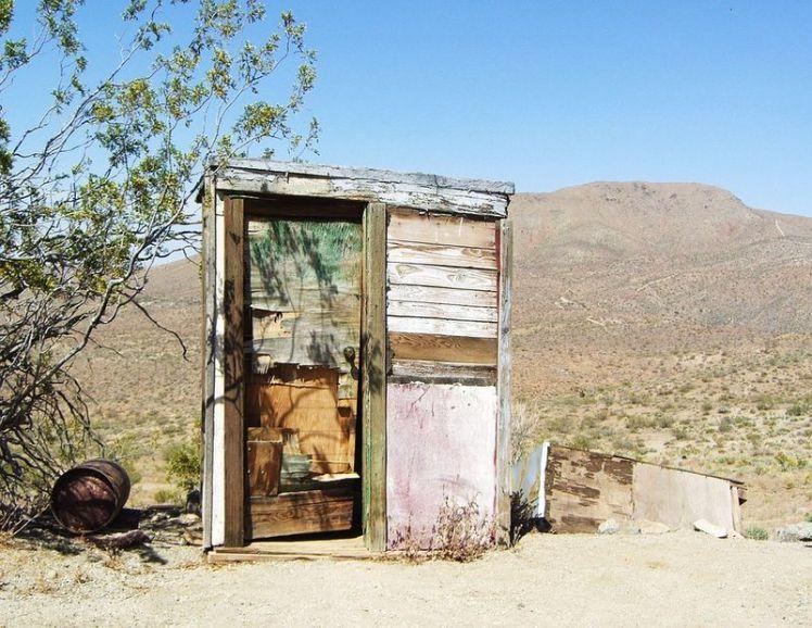 toilettes-désert-mojaves